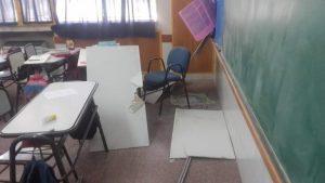 Se cayó parte del cielorraso en una escuela de Zapala