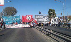 Movimientos sociales cortan el puente Neuquén – Cipolletti