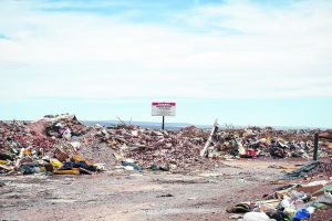 Queman residuos a cielo abierto en el basural de Neuquén