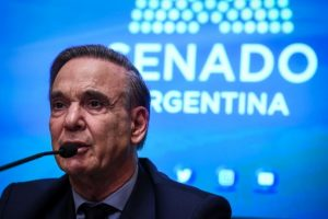 Miguel Pichetto irá como precandidato a vicepresidente de Macri